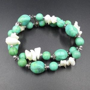 Jewelry - Vintage Green Faux Stone & White Shells Bracelet